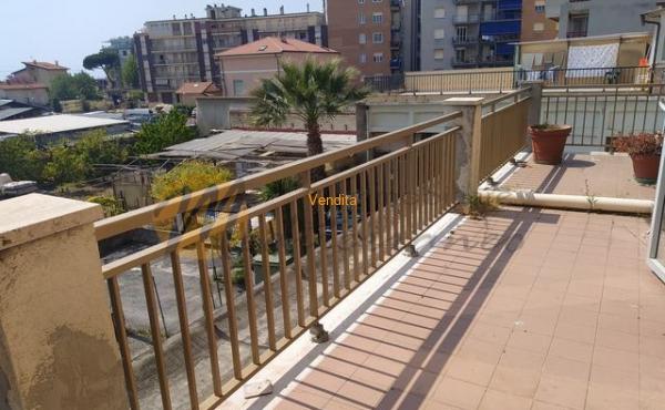 Nel cuore di Vallecrosia, nelle vicinanze del mare, appartamento da rimodernare.